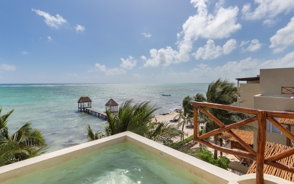Rooftop plunge pool View